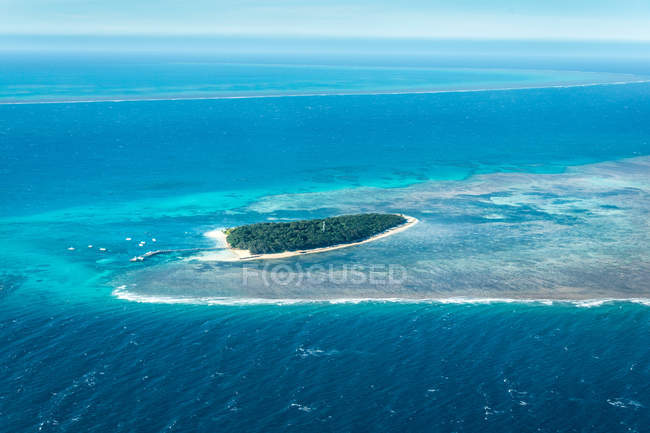 Aerial view of amazing Great Barrier Reef scenery, Australia — Stock Photo