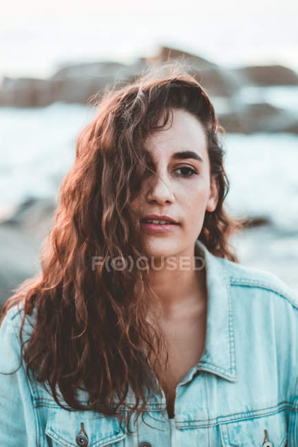 Portrait of beautiful pensive brunette girl with long hair looking away outdoor — Stock Photo