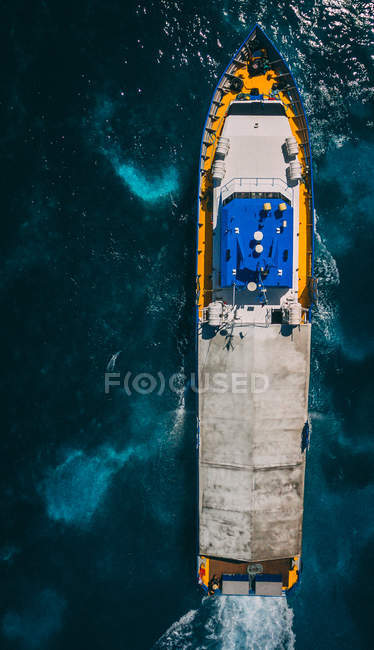 Aerial view photography of large cargo boat floating in ocean - foto de stock