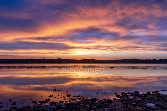 Scenic view of calm body of water during sunset — Stock Photo