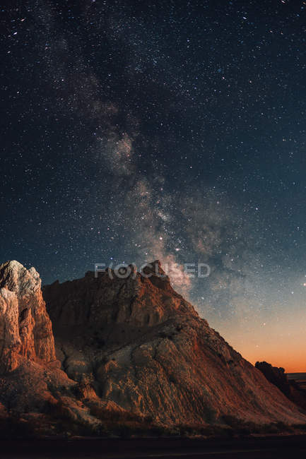 Scenic rocky mountains and amazing starry sky at night — стоковое фото