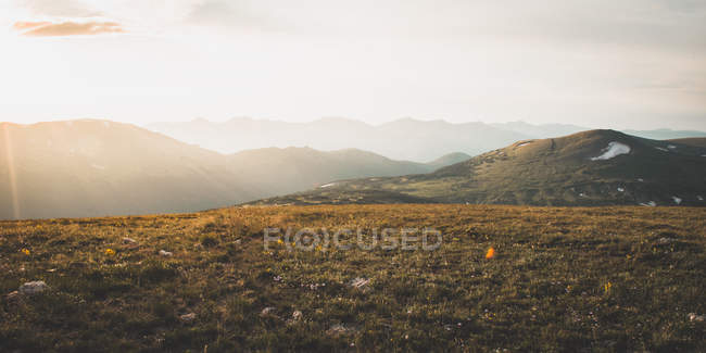 Sun shining above beautiful hills in the morning — Stock Photo
