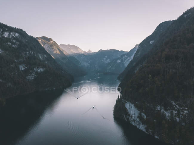Aerial view of beautiful mountains and boats on body of water — стокове фото