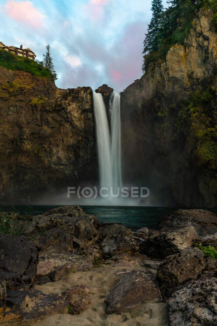 Wide angle photography of amazing waterfall and green vegetation on rocks — Fotografia de Stock