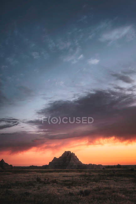 Beautiful landscape with rocky hills and plateau at sunset — Photo de stock