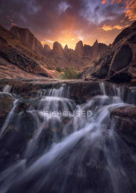 Time-lapse photography of waterfall during golden hour - foto de stock