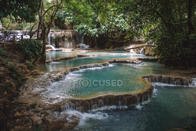 Amazing natural view with river, waterfalls and green vegetation — Fotografia de Stock