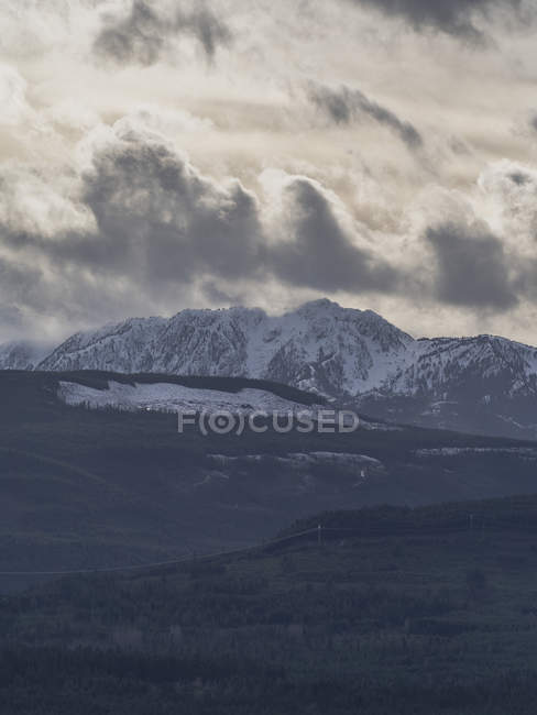 Amazing landscape with scenic gray mountains during daytime - foto de stock