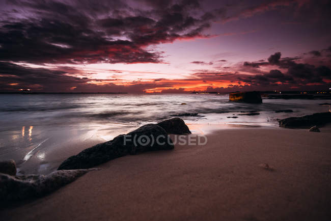 High contrast photography of beautiful seashore at scenic sunset — Stock Photo