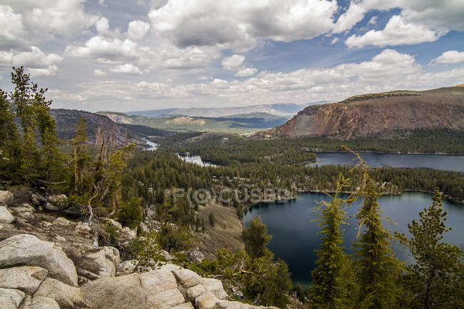 Beautiful landscape with scenic mountains and lakes at cloudy day — Photo de stock