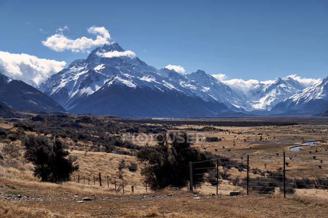 Incredibile paesaggio di montagne panoramiche con la neve — Foto stock