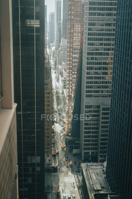 Aerial photography of highway and skyscrapers in urban cityscape - foto de stock
