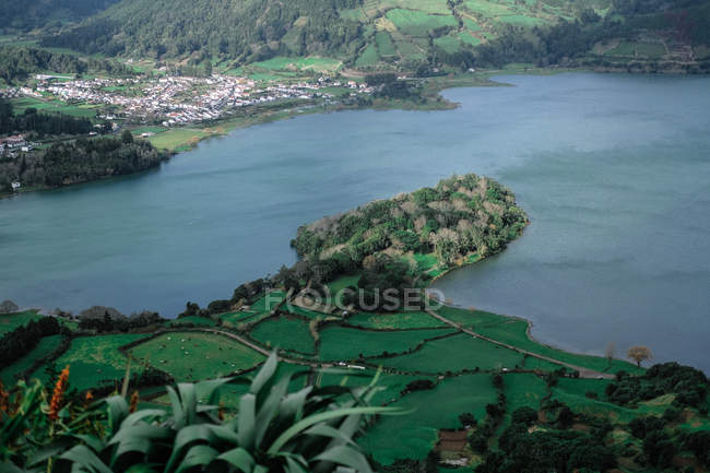 Aerial view of body of water, village and beautiful green vegetation — Stock Photo