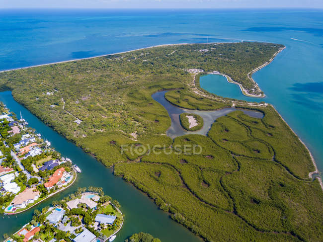 Aerial view of beautiful body of water near green island — Stock Photo