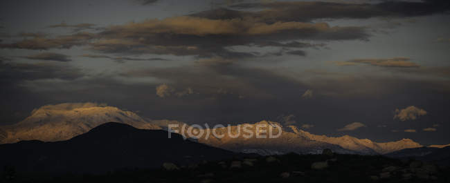 Amazing landscape with mountains under cloudy sky — Stock Photo