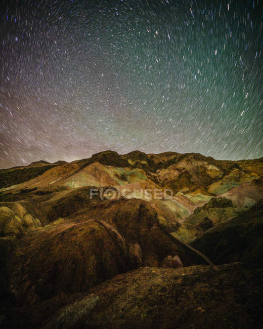 Amazing landscape with scenic mountains and starry night sky — Stock Photo