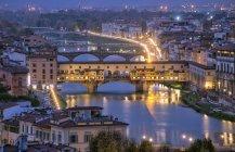 Paesaggio urbano sul ponte di Ponte Vecchio, Firenze, Toscana, Italia, Europa — Foto stock