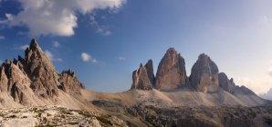 Da sinistra il Monte Paterno, Croda Passaporto e Tre Cime di Lavaredo, Dolomiti, Veneto, Trentino Alto Adige, Italia — Foto stock