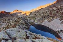 Alba al lago Fremamorta, Parco Naturale Alpi Marittime, Valle del Gesso, Piemonte, Italia — Foto stock