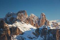 Группа Fanis (также называемая Группа Fanes, Dolomites или Fanis - немецкий Fanis-Gruppe) — горный массив, расположенный в Доломитовых Альпах, между автономной провинцией Больцано и провинцией Беллуно, Италия — стоковое фото