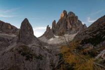 Восход солнца на вершинах Ла Листа и Крода деи Тони в Долине Физиодины, Доломити-ди-Сесто, Трентино-Альто-Адидже, Италия — стоковое фото