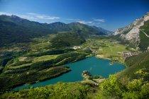 Scorcio sul lago e il castello di Toblino in Valle dei Laghi, Trentino Alto Adige, Italie, Europe, wiev on Toblino lake and Toblino Castle — Photo de stock