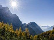 Valle Corpassa na cordilheira Civetta Moiazza nas dolomitas do Veneto. No fundo os picos de Pale di San Martino. As Dolomitas do Veneto fazem parte do património mundial da UNESCO. Europa, Europa Central, Itália, outubro — Fotografia de Stock