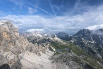The refuge Locatelli and the lakes Piani, Tre cime di Lavaredo walk, Dolomites, eastern Alps, Trentino-Alto Adige, Italy — Stock Photo