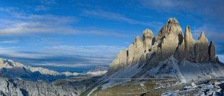 Tre Cime di Lavaredo, la cara sur, Auronzo, Cadore, Dolomitas, Alpes, Veneto, Trentino-Alto Adige, Italia. - foto de stock