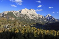 Autumnal view of Mount Antelao and Sorapis Cortina di Ampezzo Dolomites of Cadore, Cortina d'Ampezzo, Veneto, Italy, Europe — Stock Photo
