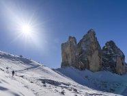 Культовое сооружение - Tre Cadi Lavaredo в Южном Тироле, Альто-Ахед в Димитровых горах, объект всемирного наследия ЮНЕСКО. Озил, центральный защитник, центральный защитник — стоковое фото