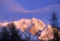 Монте-Б'янко, Схід сонця, Аоста долина, Італія — стокове фото