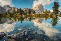 Tofana di Rozes reflected in the alpine Lake Limedes, Falzarego Pass, Dolomites, Veneto, Italy — Stock Photo