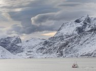 Mountains of Moskenesoya rising over Selfjorden and Torsfjorden near village Fredvang, seen from Flakstadoya . The Lofoten Islands in northern Norway during winter. Europe, Scandinavia, Norway, February — Stock Photo