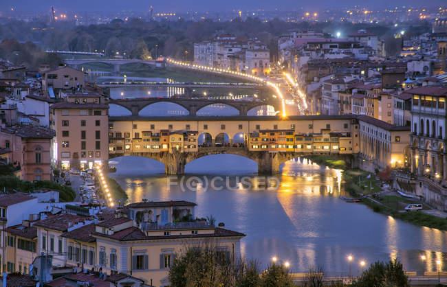 Cityscape over the Ponte Vecchio bridge, Florença, Toscana, Itália, Europa — Fotografia de Stock