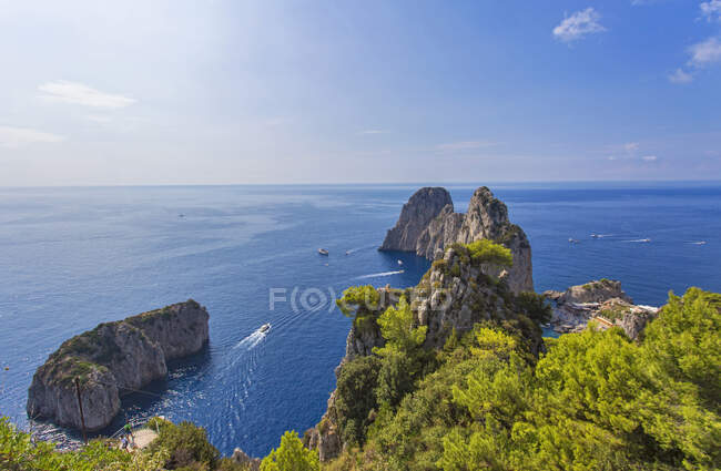 Faraglioni Rocks, Capri island, Campania, Italy, Europe — Stock Photo