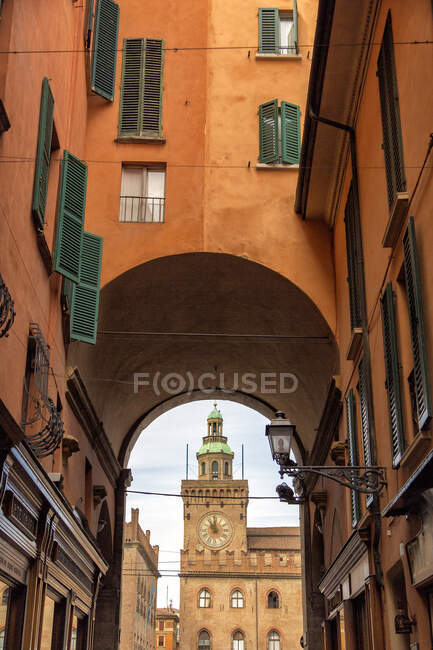 Torre Accursi or dell' Orologio tower, Piazza Maggiore square, Bologna, Emilia Romagna, Italy, Europe — Stock Photo