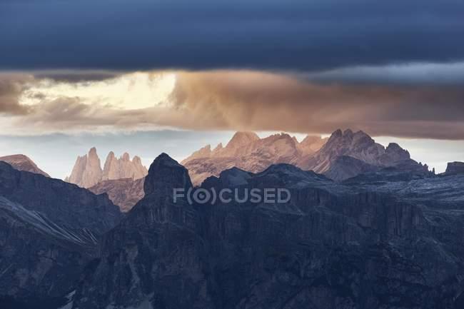 La silhouette de Puez et Odle, Dolomites occidentales, Trentin-Haut-Adige, Italie — Photo de stock