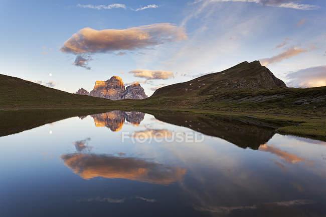 Lac Baste, Dolomites, San Vito di Cadore, Belluno, Veneto, Italie — Photo de stock