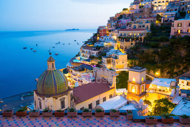 View of the town and the seaside in a summer sunset, Positano, Amalfi Coast, Campania, Italy — Stock Photo