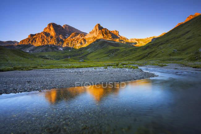 Восход солнца на равнине Маркиза, долина Элефо, Федмонт, Италия — стоковое фото