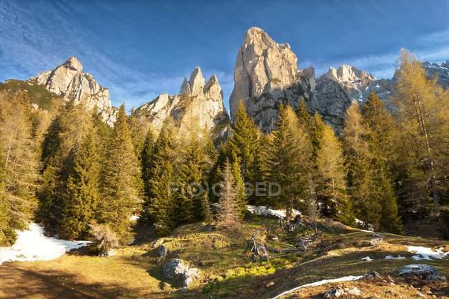 In the Civetta group: Pala del Camp, Tridente and Torri del Camp, Agordino, Dolomites, Veneto, Italy — Stock Photo
