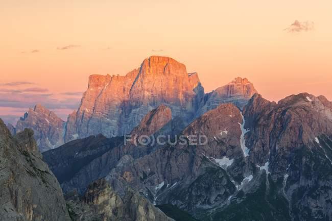 Mont Pelmo, également connu comme le trône de Dieu, Dolomites, Vénétie, Italie — Photo de stock
