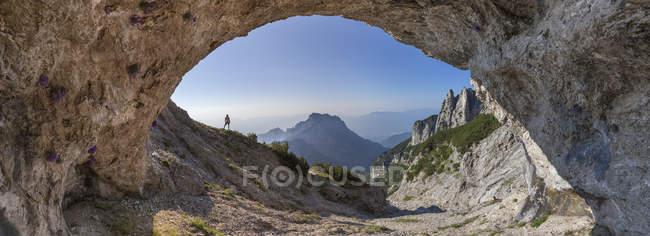 Природні печери на Сассо ді Скарнія, Доломітові Альпи, Беллуно Національний парк Доломіті, Vette Feltrine, Беллуно Доломітові Альпи, Доломітові Альпи, Венето, Італія — стокове фото