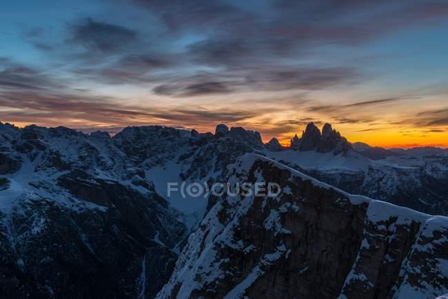 Aurora over the Dolomites and the Tre Cime di Lavaredo, Piramide/Helltaler Schlechten, Dolomites, Trentino-Alto Adige, Italy — Stock Photo