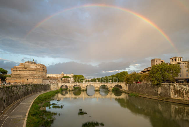 Italy, Lazio, Rome. Rainbow over Castel Sant'Angelo — Stock Photo