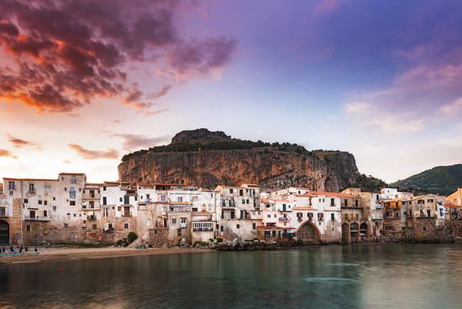 Городской пейзаж, Сефаль, Сицилия, Италия, Европа — стоковое фото