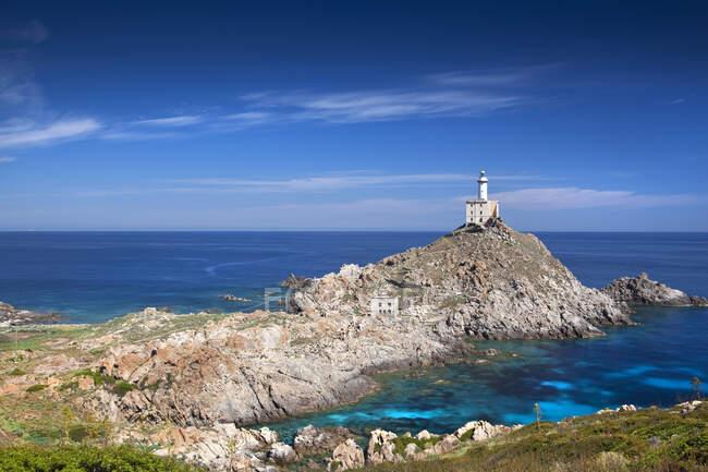 Маяк Пунта-Скорно, остров Асинара, Порто Торрес, Сардинья, Италия, Европа — стоковое фото