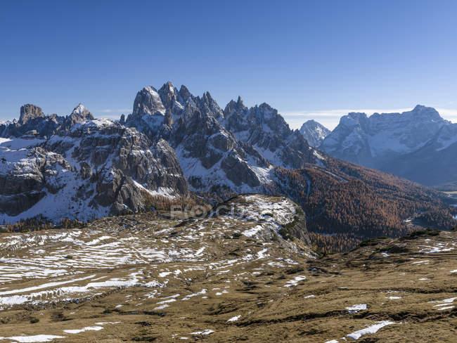 Os picos da Cordilheira Cadini-Cadini di Misurina nas Dolomitas, visto do Drei Zinnen-Tre Cime di Lavaredo. As Dolomitas são parte Património Mundial da UNESCO. Europa, Europa Central, Itália, outubro — Fotografia de Stock