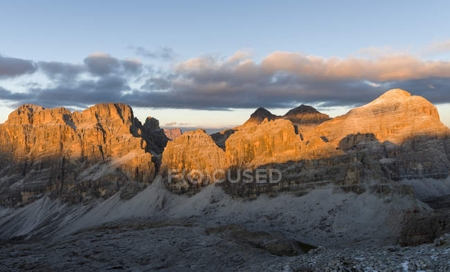 The Fanes Mountains and the peaks of the Tofane near Mount Lagazuoi in the Dolomites.   The Dolomites are listed as UNESCO World heritage. europe, central europe, italy,  october — Stock Photo